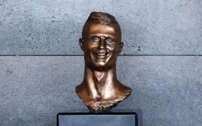 Self-taught sculptor defends grinning Ronaldo bust