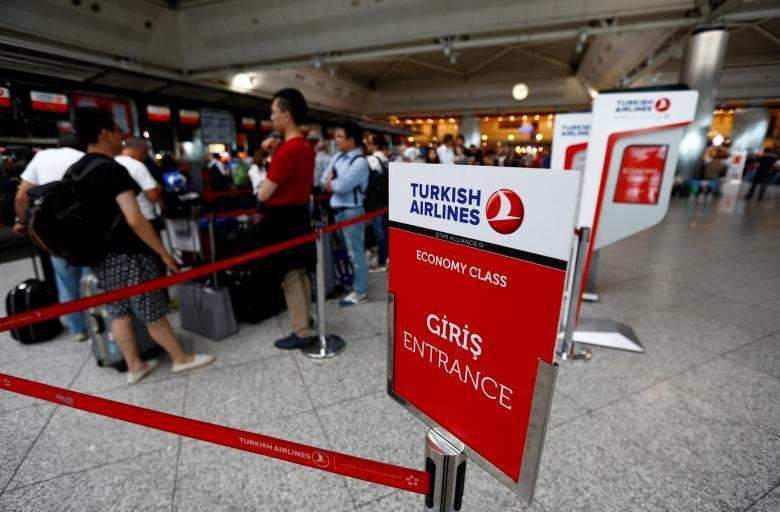 Turkey urging U.S., Britain to lift flight electronics ban: foreign ministry