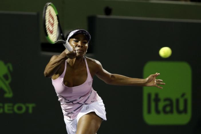 Venus all smiles after straight sets win