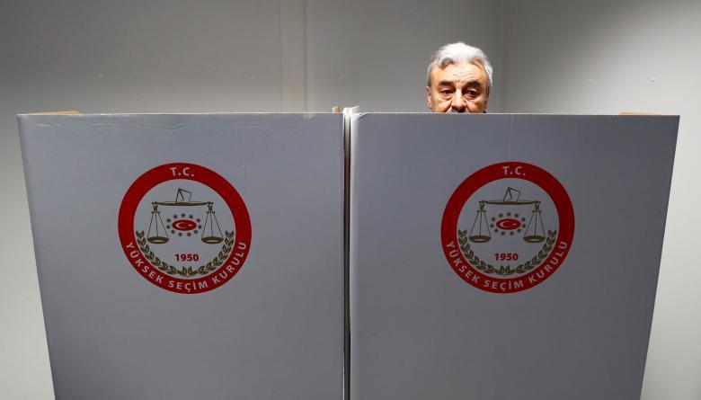Turks in Germany start voting in referendum on boosting Erdogan's powers