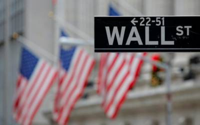 Wall Street flirts with record highs; tax plan in focus