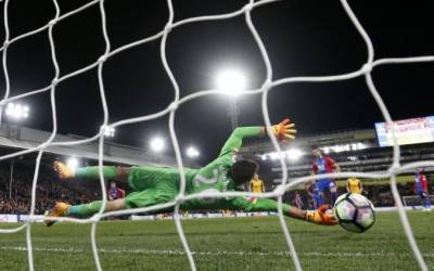 Soccer: Arsenal's top-four hopes suffer major blow with 3-0 Palace loss