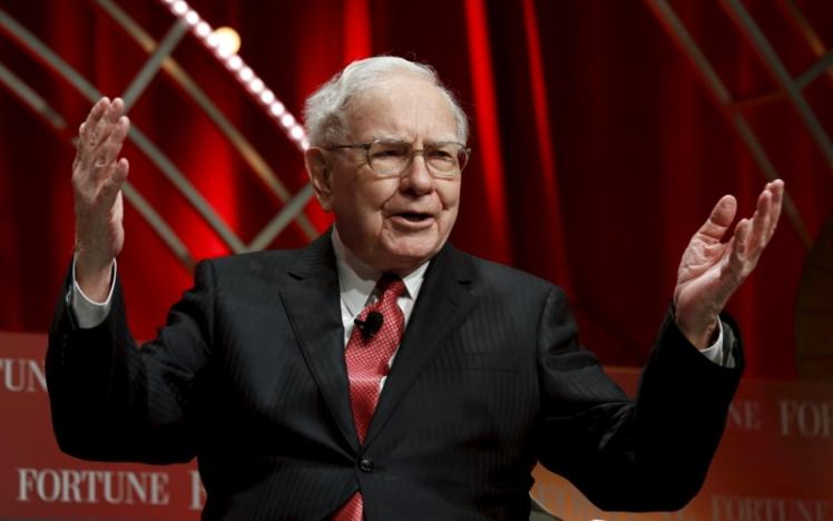 Buffett likely voted shares to back Wells Fargo board