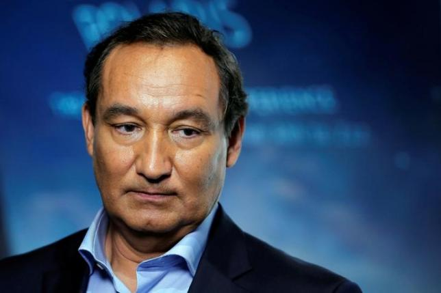 United CEO Munoz will not chair board in 2018 following passenger furor