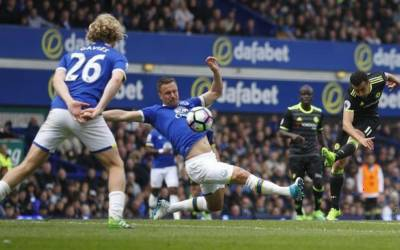 Soccer: Chelsea on course for the title as Spurs beat Arsenal