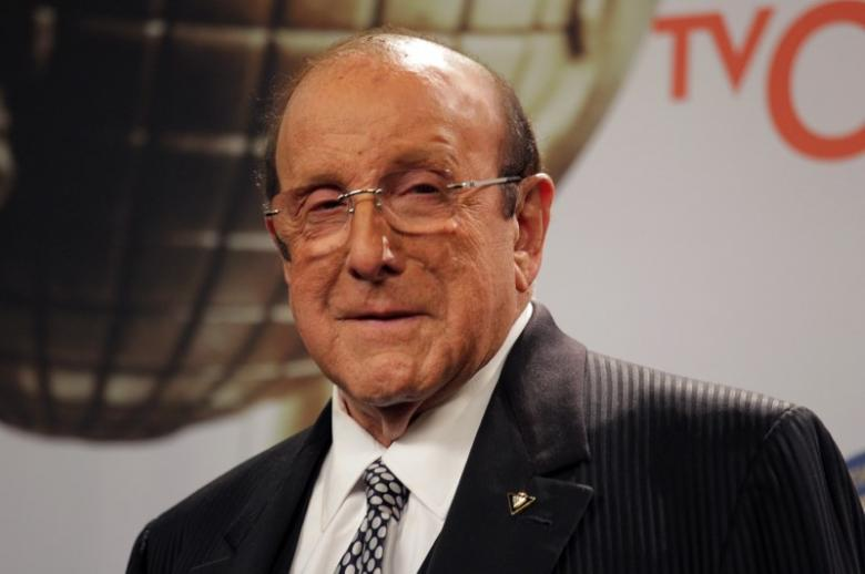 Stars turn out in New York to sing for music producer Clive Davis