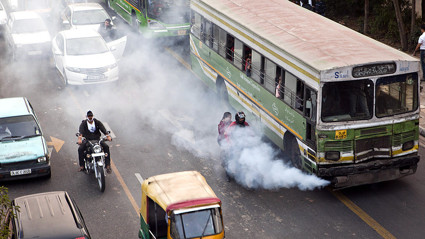 Fine particles in traffic pollution tied to lower 'good' cholesterol