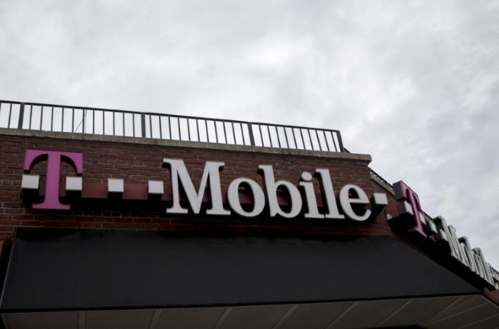 T-Mobile, Dish bid $14 billion in U.S. airwaves auction: FCC