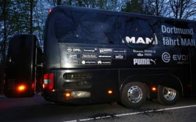 Blasts hit Borussia Dortmund soccer team's bus, leaving player hurt