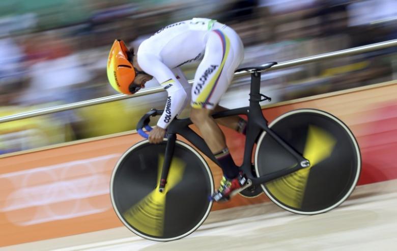 Gaviria wins again to continue stunning Giro debut