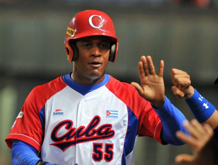 White Sox sign Cuban prospect Robert, $26 million bonus