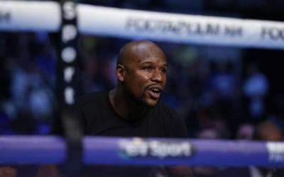De La Hoya flays Mayweather vs. McGregor 'circus'