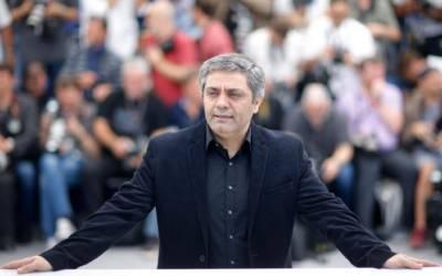 Defying political pressure, Iranian director keeps camera running