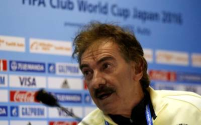 America coach La Volpe steps down after string of losses