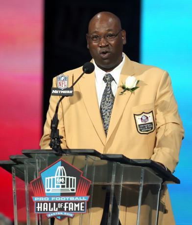 NFL Hall of Famer Cortez Kennedy dies at 48