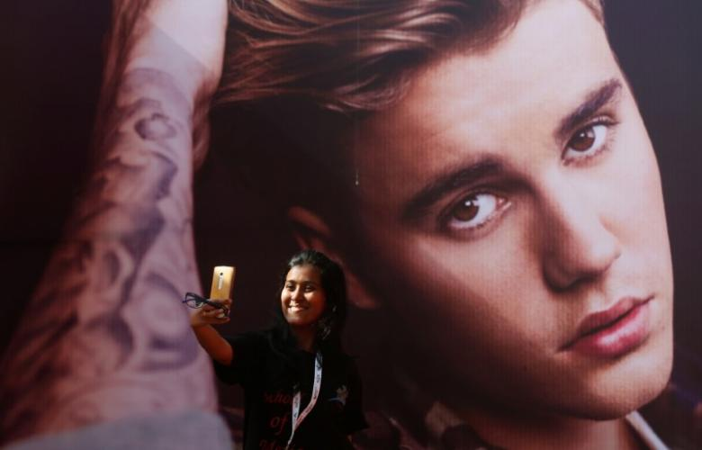 Fans beg Justin Bieber to cancel dates as fear grips pop's youth