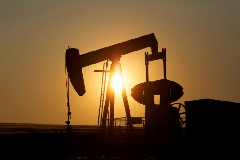 Oil plunges 4 percent on disappointment with OPEC cuts