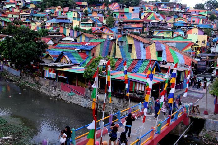 Once-drab Indonesian slum rejuvenated into 'Rainbow Village'