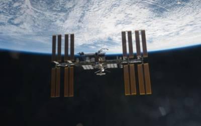 Glitch shortens 200th spacewalk at International Space Station