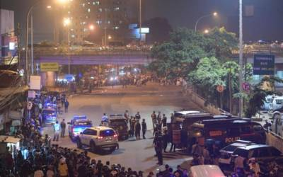Suspected suicide bombers kill 3 police officers, wound 10 in Jakarta