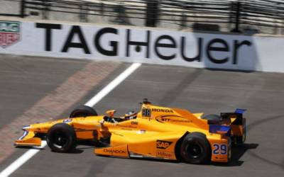 Alonso hits Indy Happy Hour