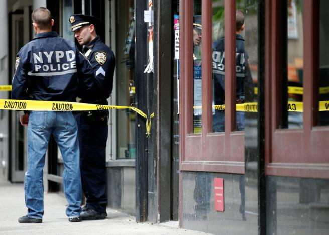 Teenage suspect sought in triple stabbing in Midtown Manhattan