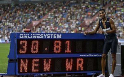 Van Niekerk breaks another Johnson world record in rare 300m race
