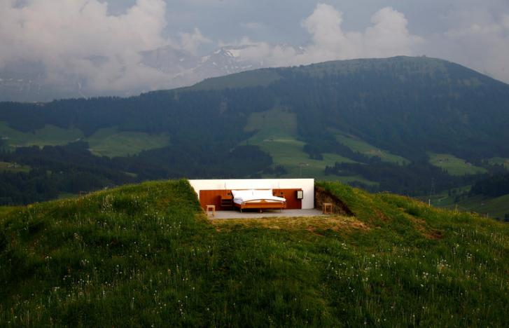Farmer en suite, Swiss 'zero-star' hotel moves beds to great outdoors
