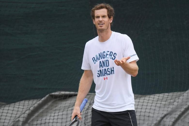 Roof protects Murray and Federer from lingering rain