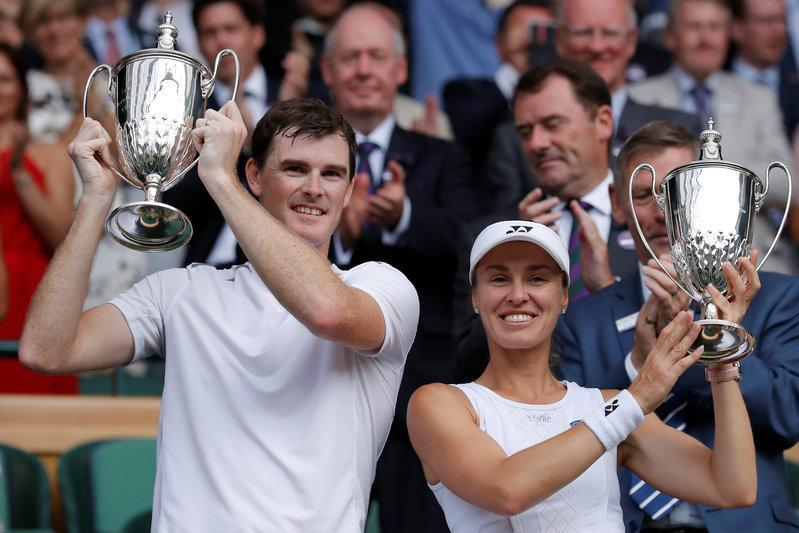 Hingis and Murray take mixed doubles title