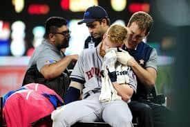 Baseball-Astros' Moran taken to hospital with facial injury