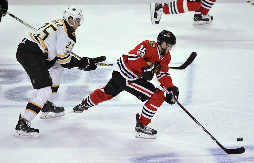 Golden Knights acquire center Marcus Kruger from Blackhawks
