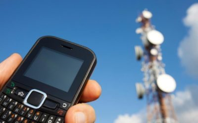 """World's first non-battery cell phone """"harvests"""" ambient radio waves to power itself"""