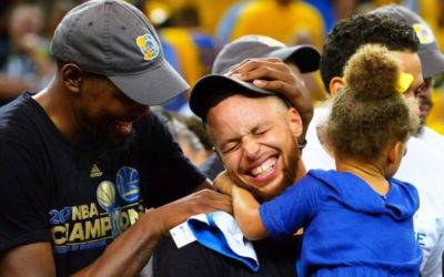 Warriors sign Curry to record deal: reports