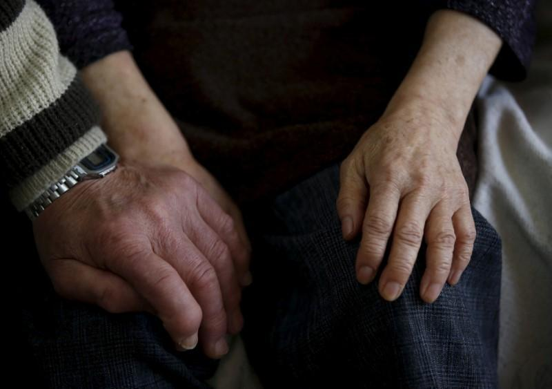 Living healthily, learning more could cut dementia cases by a third