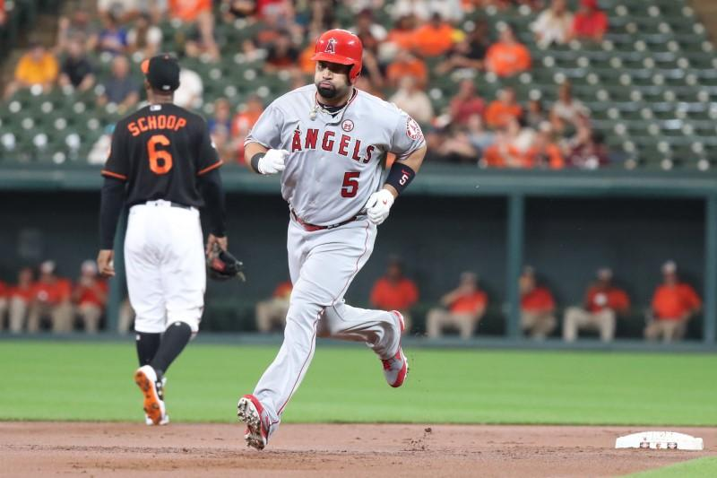 Pujols ties Sosa for most homers by foreign-born player