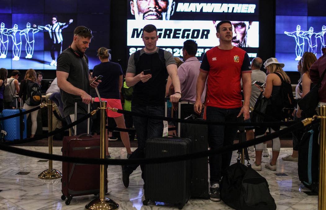 Big crowds, big money flock to Las Vegas for Mayweather-McGregor