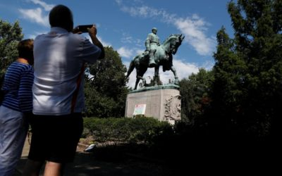 Mayor says Lee statue must go as debate over U.S. slave past rages