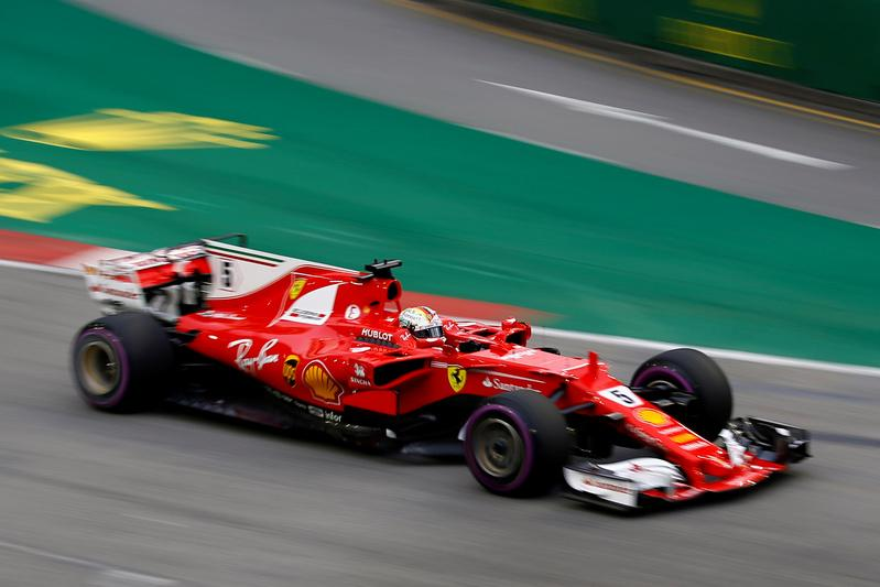 Vettel on pole in Singapore with Hamilton fifth
