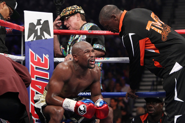 Mayweather thanks father as he reflects on Hall of Fame career