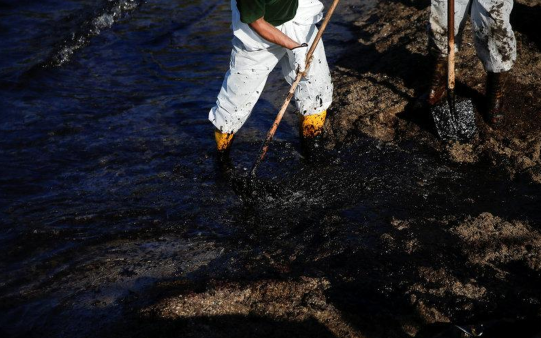 Greek oil spill spreads to Athens Riviera