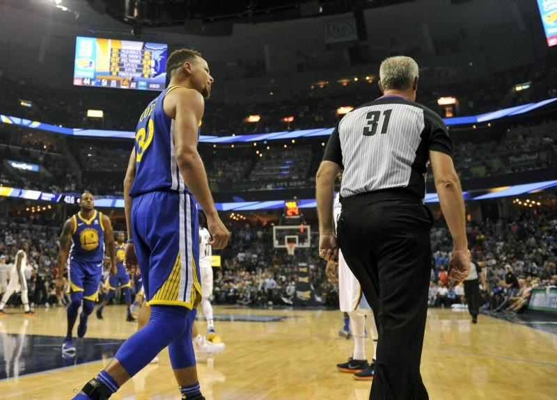 NBA: Curry fined $50,000 for tossing mouthpiece