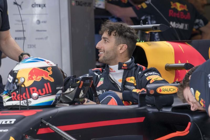 Motor racing: Red Bull to give Ricciardo time, see Sainz as 'safety net'