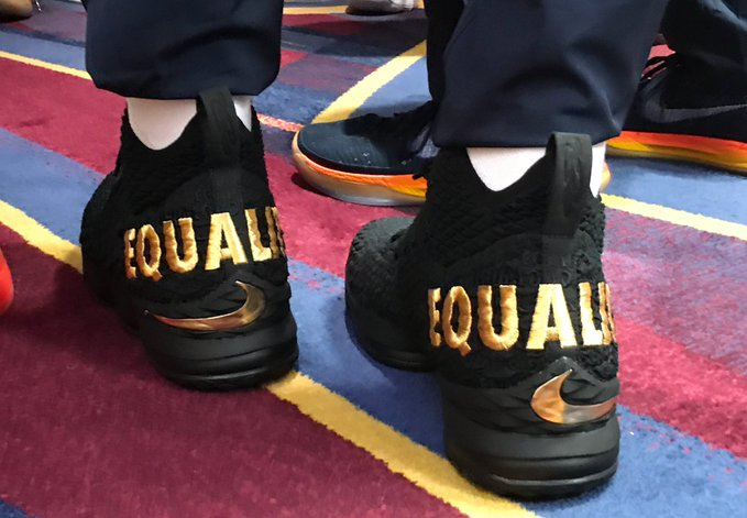 LeBron James Wears 'Equality' Shoes, Cavs Link Arms During Anthem on Opening Night