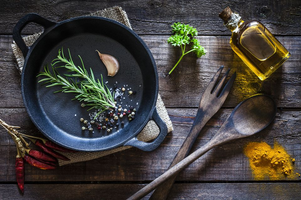 9 Reasons Why You Should Cook with Cast Iron Pans