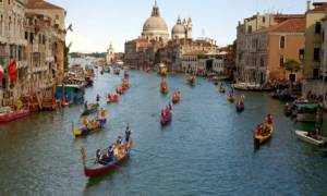 645x344-europes-tourist-hot-spots-look-for-ways-to-cope-with-crowds-1520807581021-300x160 Europe's tourist hot spots look for ways to cope with the crowds Lifestyle Travel [your]NEWS