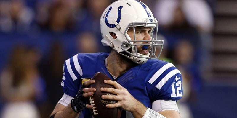 Luck still not throwing, but Colts confident in his health