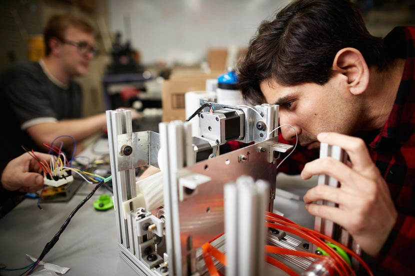UNLV Engineering Students Show Off Product Prototypes at Senior Design Competition