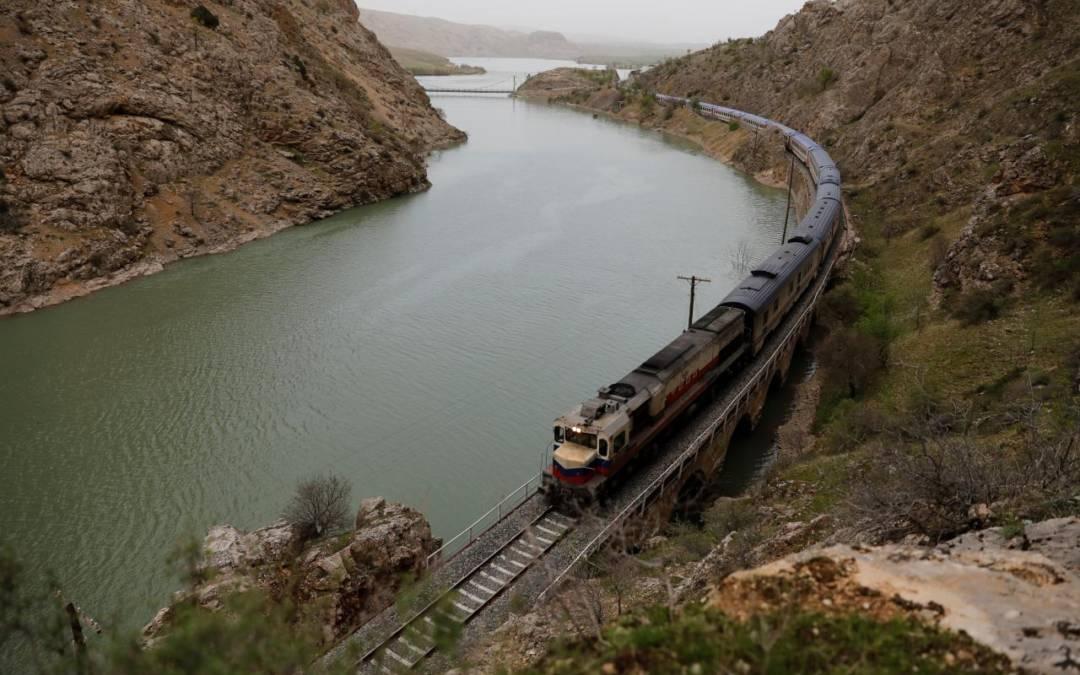 Turkey's 'Eastern Express' puts romance back on tracks