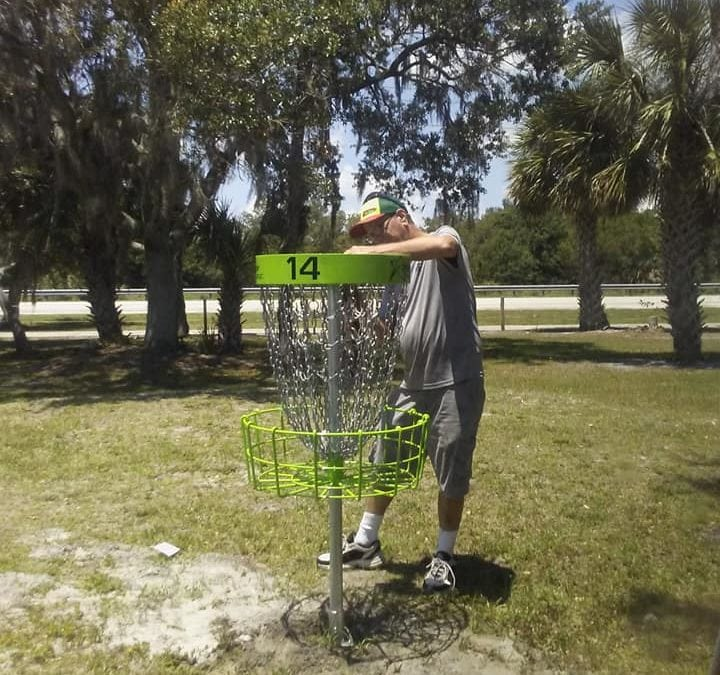 Volunteers Install Disc Golf Course at Lakewood Park Regional Park
